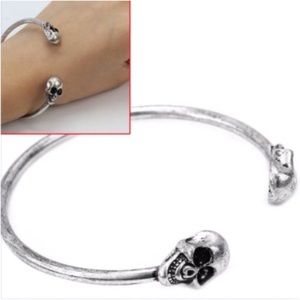Jewelry - 🆕 Double Skull Silver Bangle